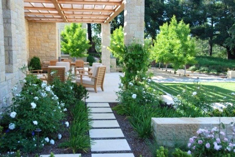 Gartengestaltung modern Sitzecke Terrasse bequem