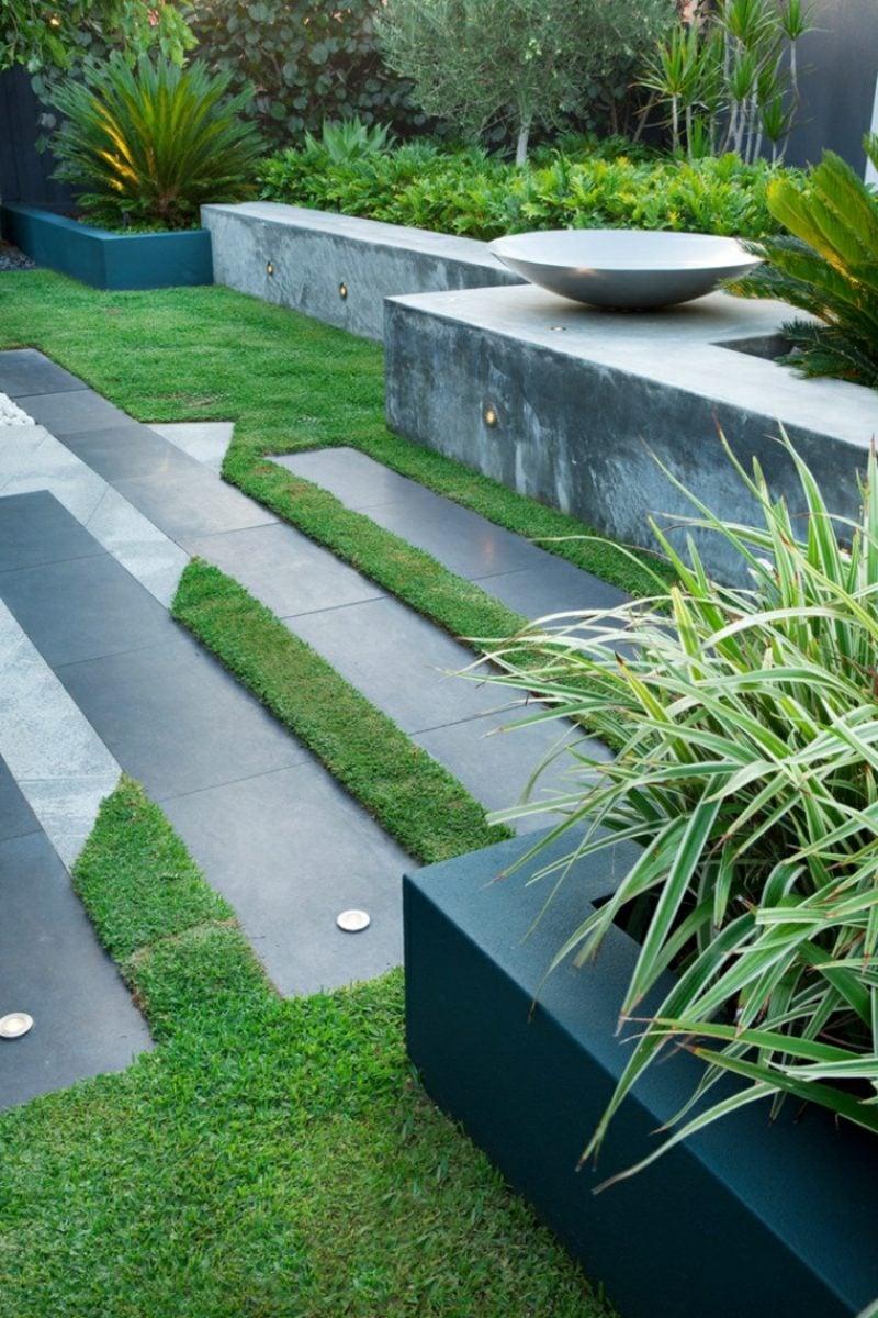 Gartengestaltung modern terrassiert geometrische Formen