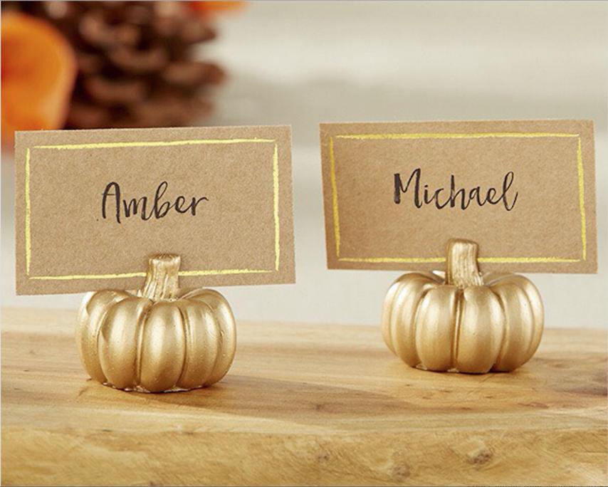 Herbstliche Hochzeitsdeko Vintage auf den Tischen: Namenkarten