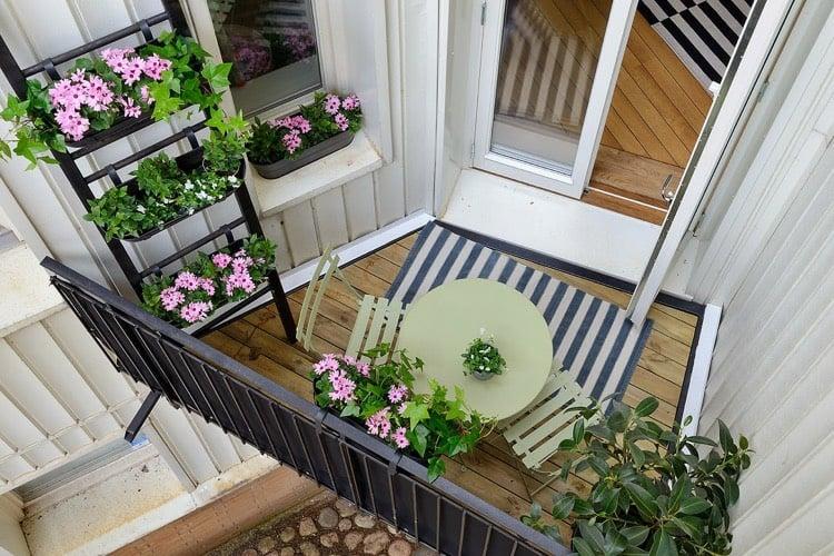 Balkon gestalten modern praktisch