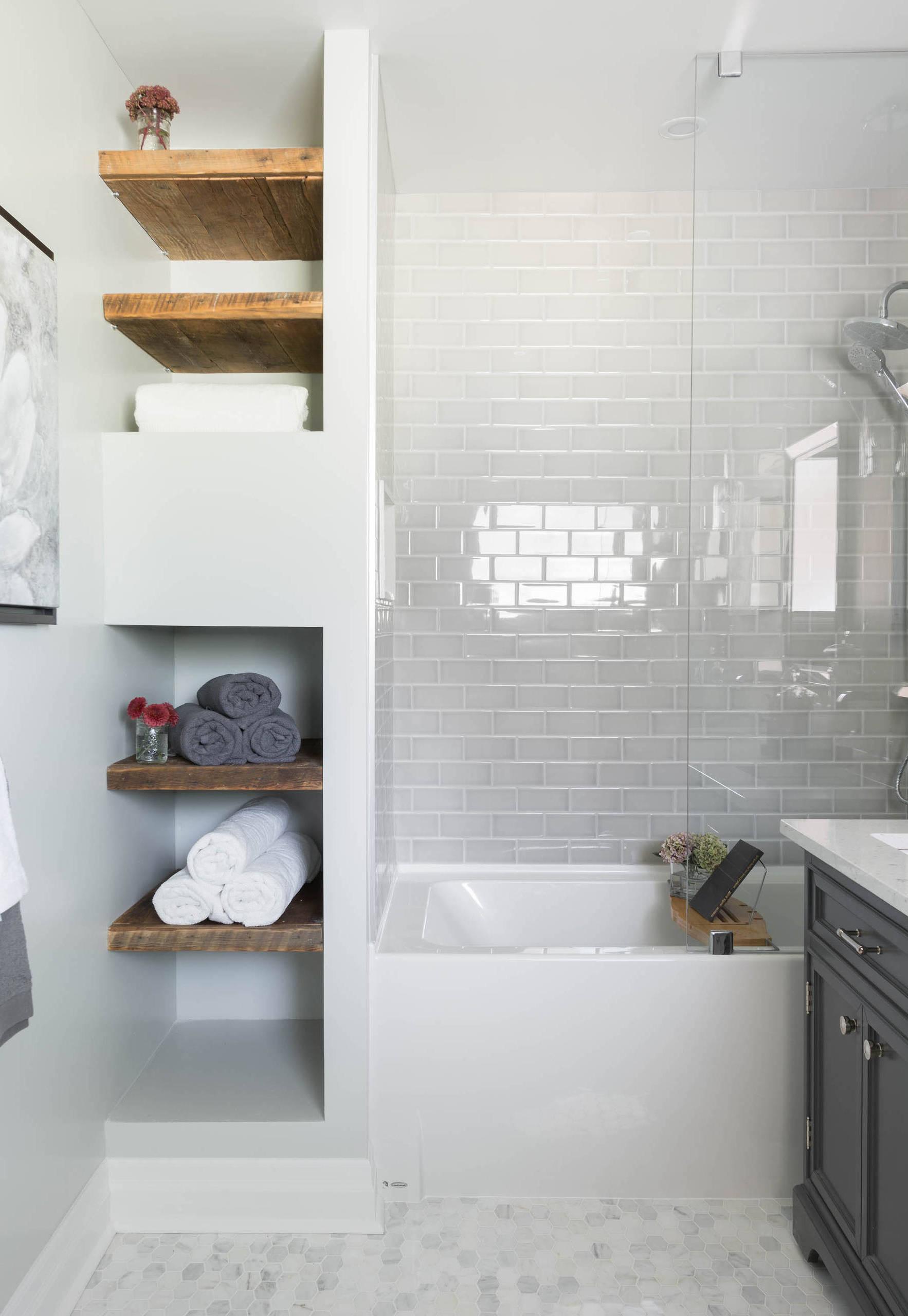 Ein kleines Bad ausrüsten: Die Badewanne steht immer dem kleinsten Badezimmer gut zu Gesicht