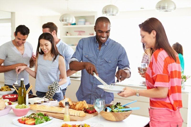gemeinsam kochen mit Freunden tolle Idee