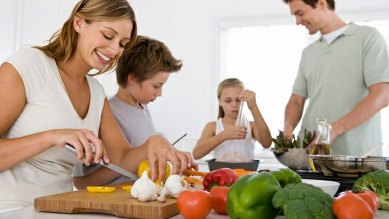 gemeinsam Kochen mit der ganzen Familie herrliche Idee