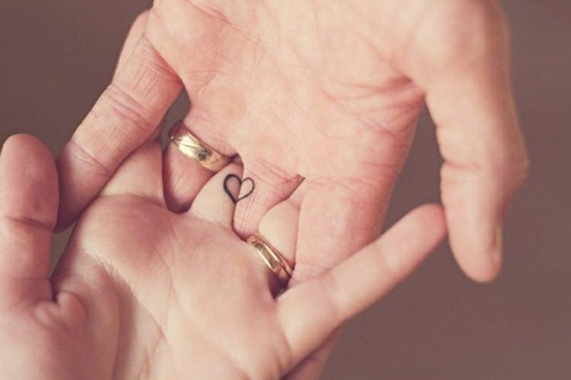 Ehering Tattoo Motive kleines Herz
