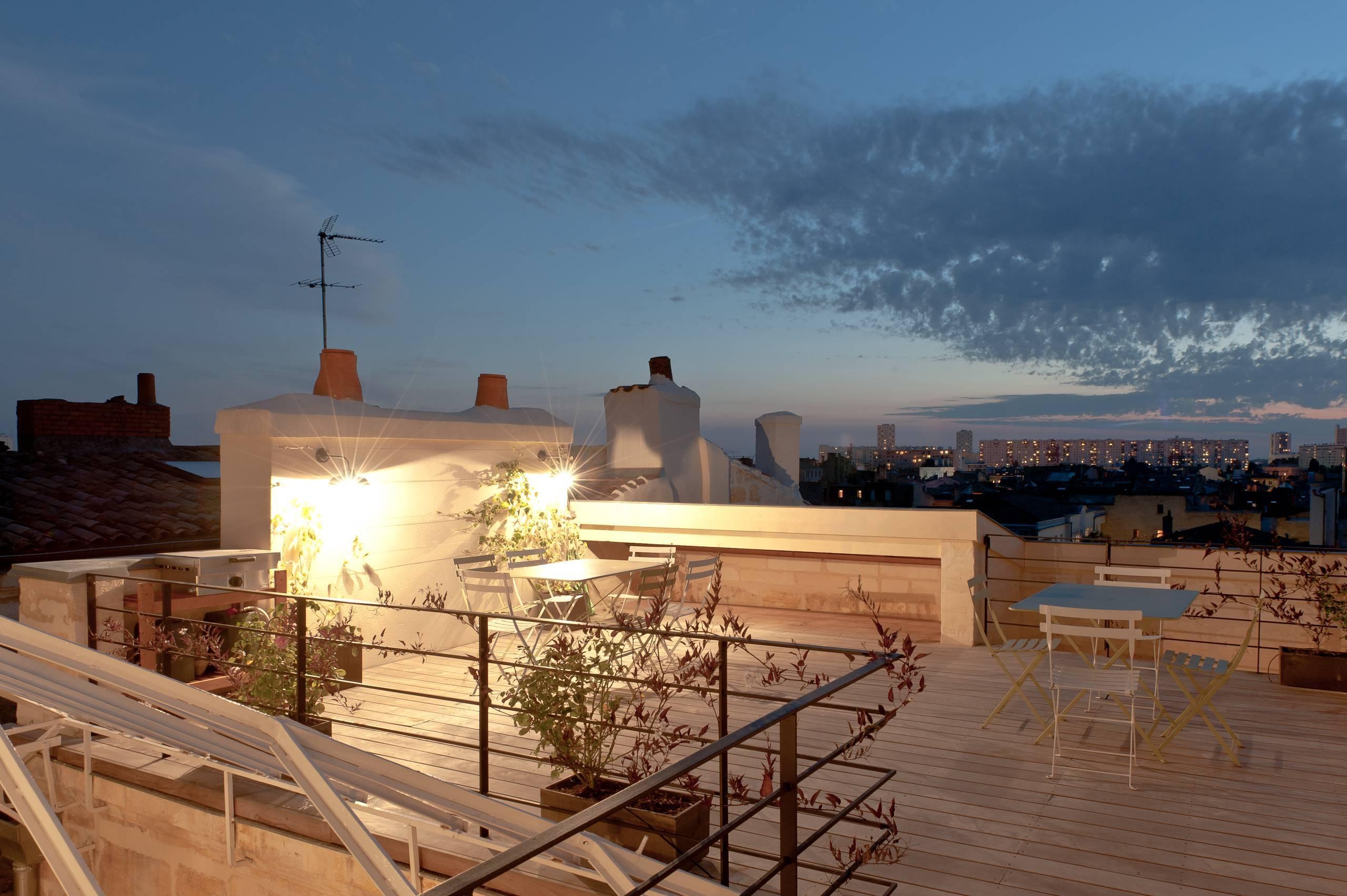 Das angenehme Ambiente auf der Terrasse schafft nur die richtige Terrassenbeleuchtung