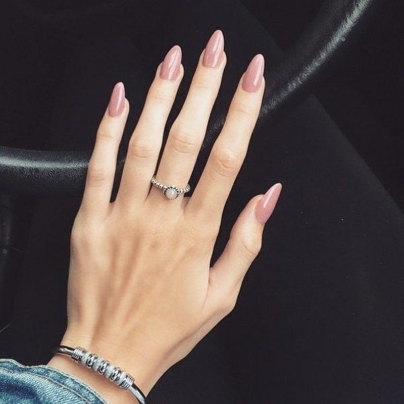 rosafarbene Acryl Nägel