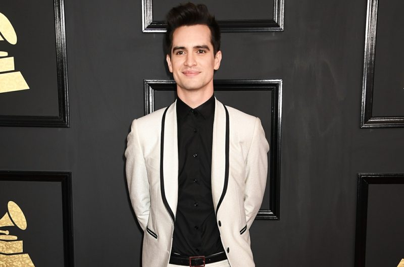 Anzüge Herren cremefarbe schwarzes Hemd