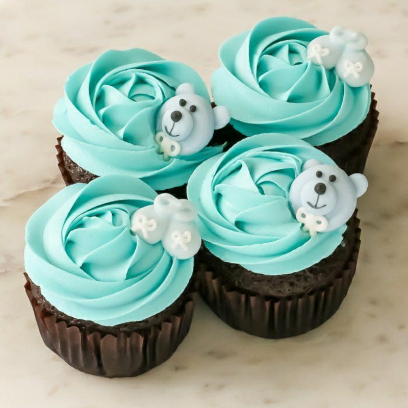 Babyparty Deko Cupcakes verzieren mit Frosting und Fondant