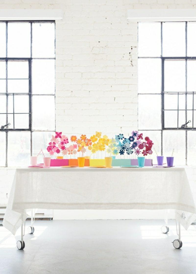Babyparty Deko Papierblumen in den Regenbogenfarben