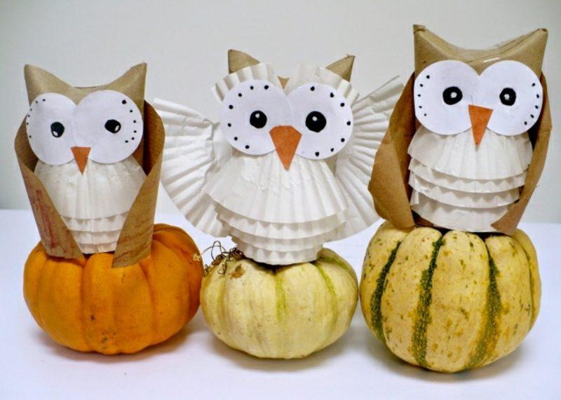 Herbstbasteln mit Kindern Eulen Klopapierrollen Muffinformchen