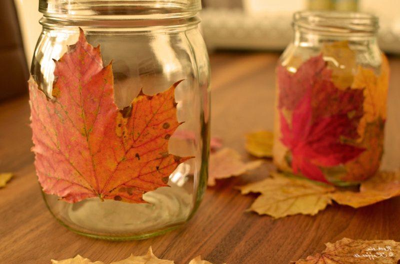 Herbstbasteln mit Kindern Herbstblätter Windlichter