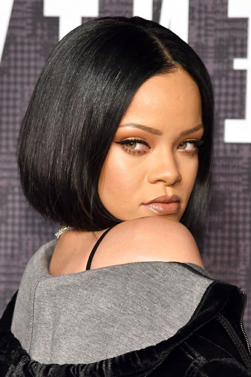 kurzer Bob schwarze Haare Rihanna