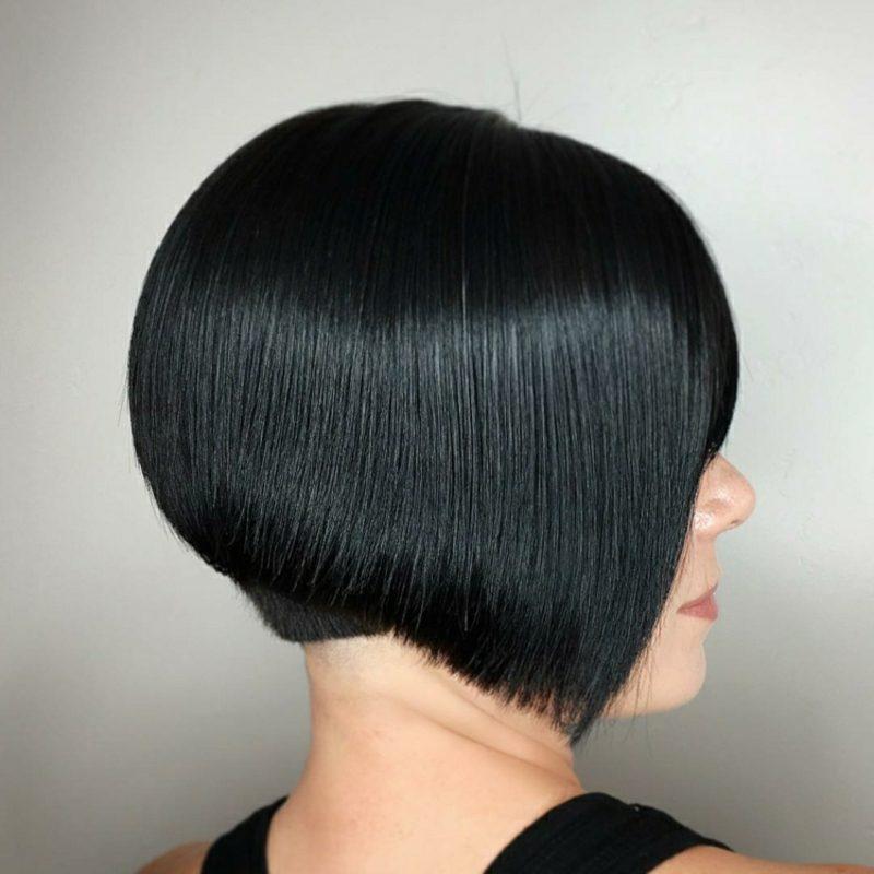 kurzer Bob schwarze Haare asymmetrisch