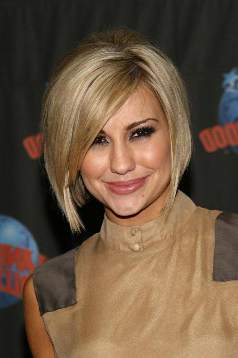 kurzer Bob asymmetrisch geschnitten blond