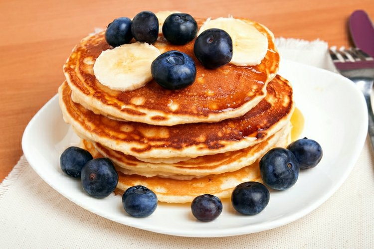 Brunch Ideen vegane Pfannkuchen mit Blaubeeren