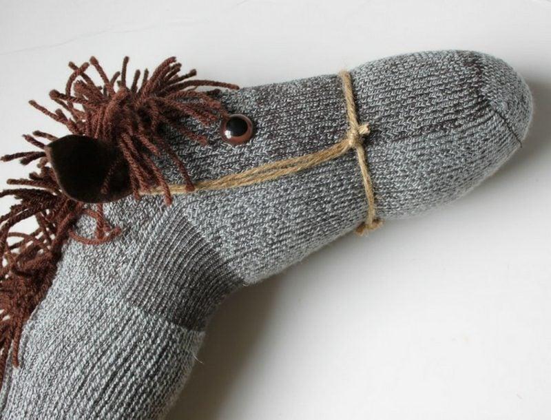 Steckenpferd basteln Socke Anleitung