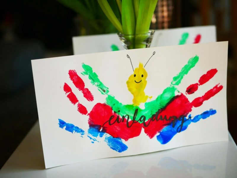 Einladung Kindergeburtstag Handabdruck Schmetterling originell