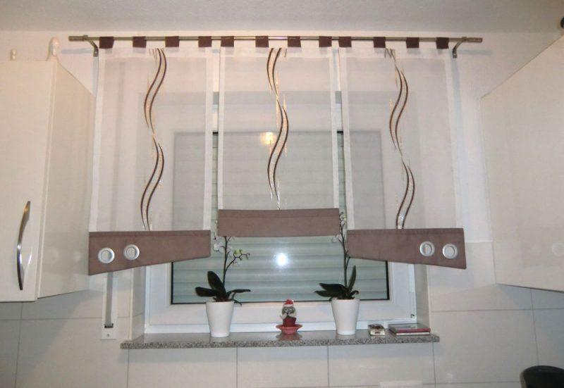 Gardinen Dekorationsvorschläge kurz Wellenmuster Küche
