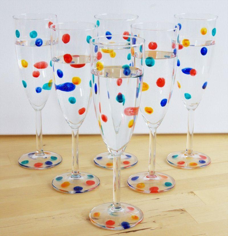 Gläser dekorieren Punktenmuster farbenfroh