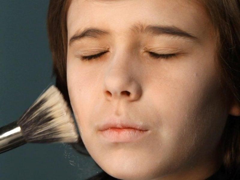 Halloween Make up einfach Vampir Gesicht blass machen