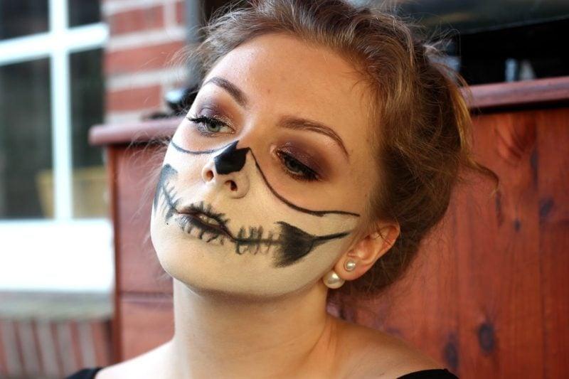 Halloween Make up einfach die eine Hälfte des gesichts schminken