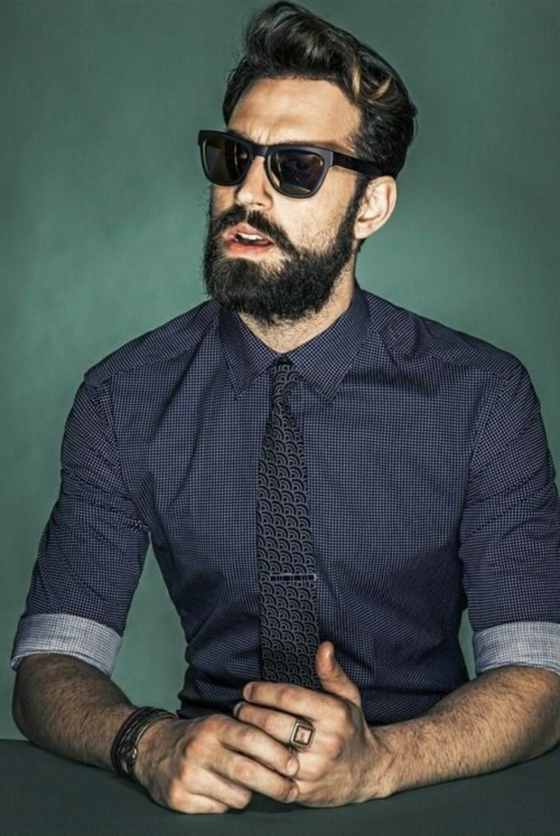 Bartfrisuren Hipster Bart kurz Karohemd Krawatte