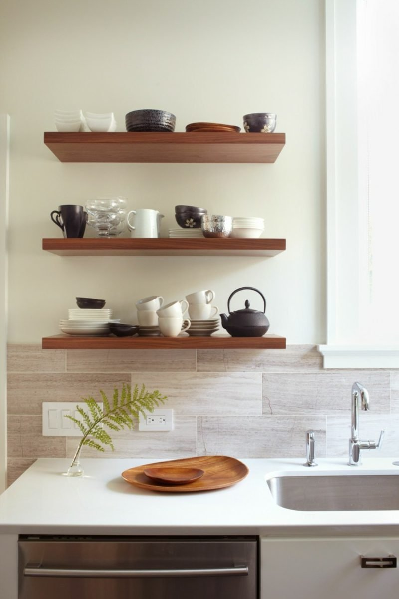 minimalistische Küchenregale aus Holz