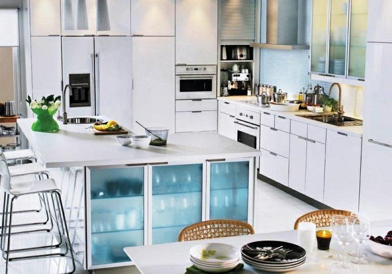 Küchenregale minimalistisch Ikea Kallax Regale Kochinsel eingebaut