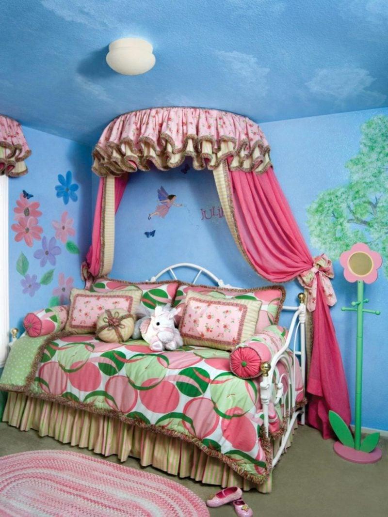 Kinderzimmer streichen Blau Himmelbett
