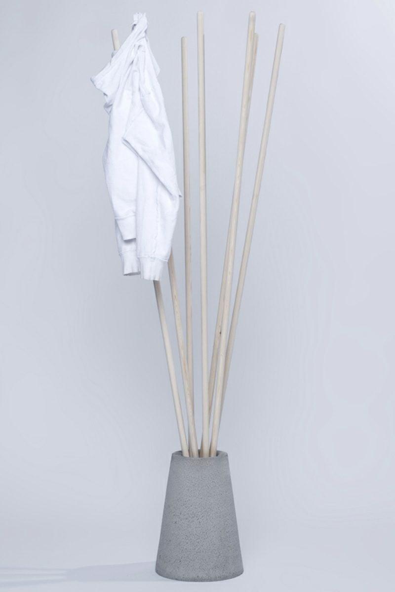 Kleiderhaken selber machen monomalistischer Stil Holzstäbe