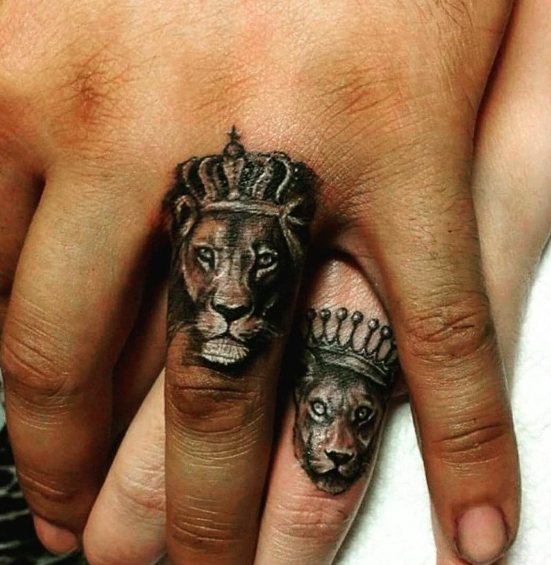 Tattoo Löwe Finger Ehepaar