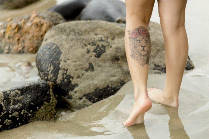 Tattoo Löwe Frau Unterschenkel