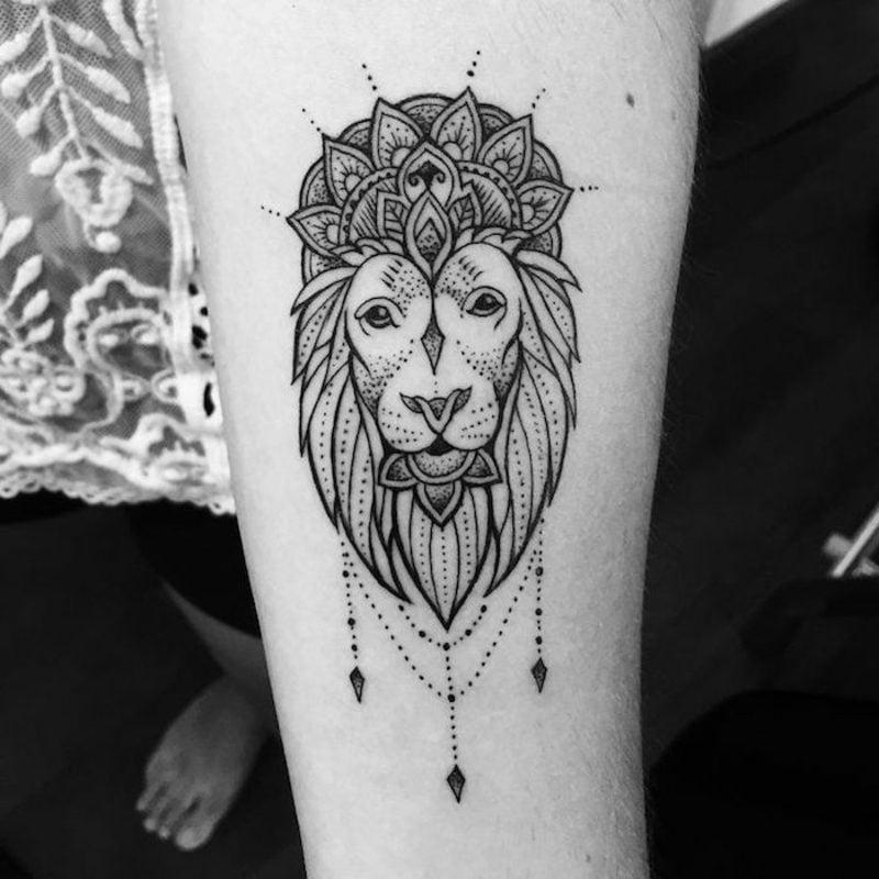 Tattoo Löwe mit Mandala kombinieren