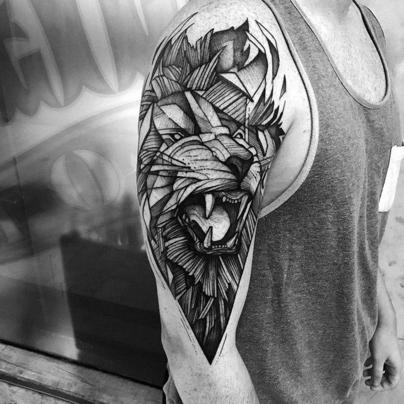 Tattoo Löwe Oberarm Schulter