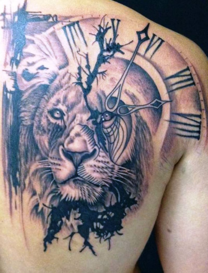 Tattoo Löwe Uhr