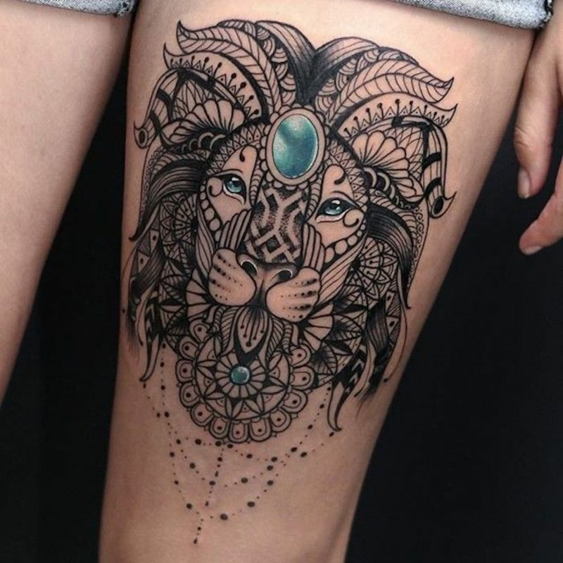 Tattoo Löwe stilisiert edelsteine
