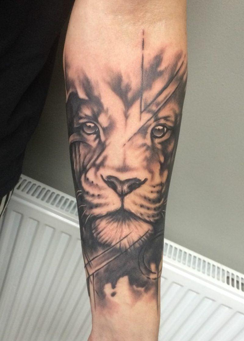 Tattoo Löwe stilisiert Unterarm