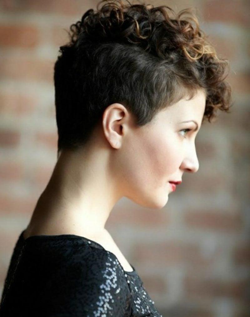 Kurze Haare locken Vorderpartie