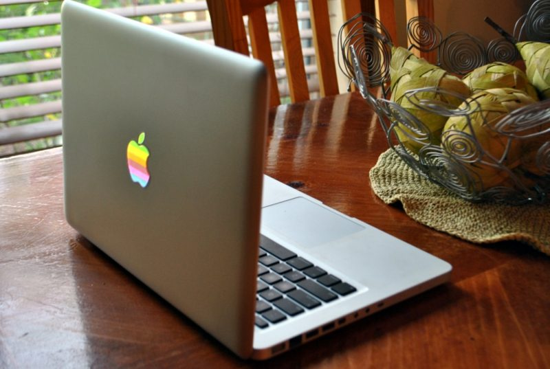Macbook Aufkleber farbig Sticker erstellen