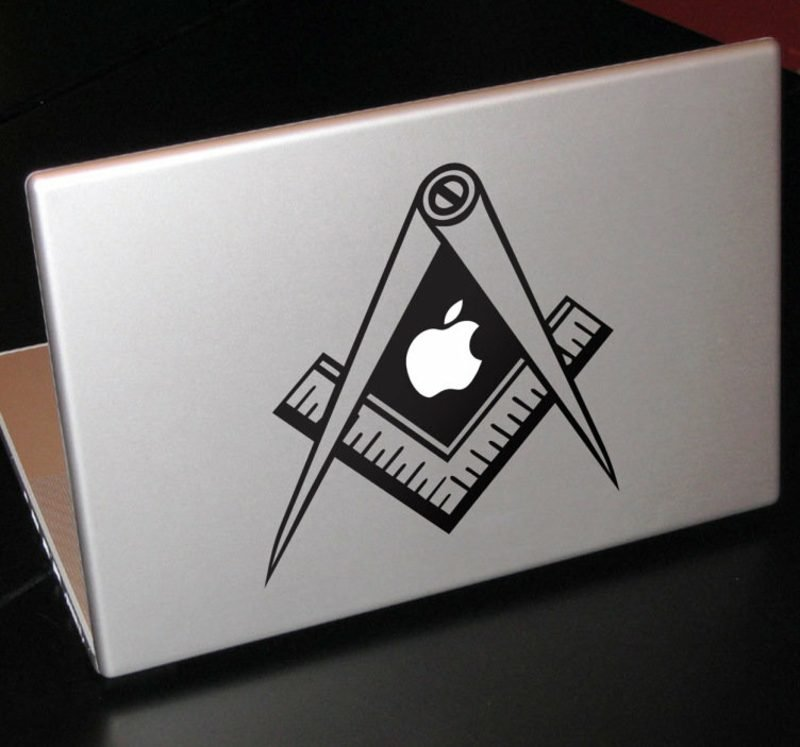 Macbook Aufkleber Aufkleber selber machen Lineal und Schere