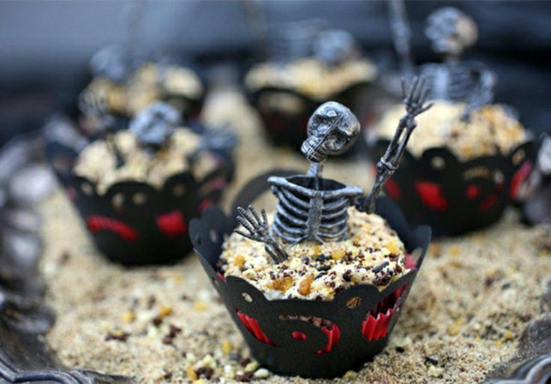 Halloween Muffins Rezept Skelett und Erde
