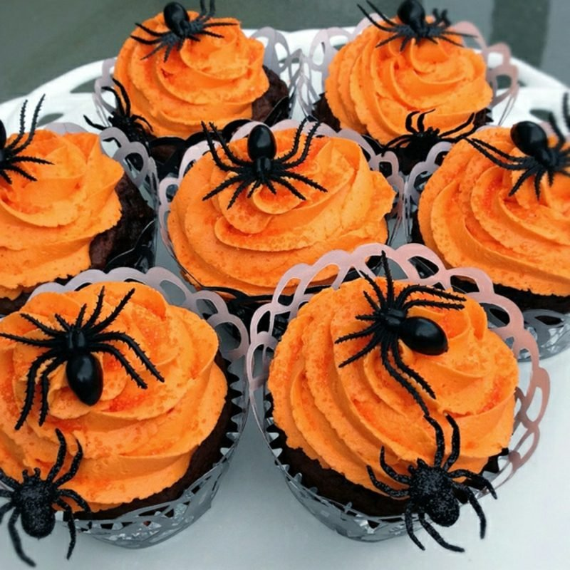 Halloween Muffins Rezept orange Frosting Spinnen