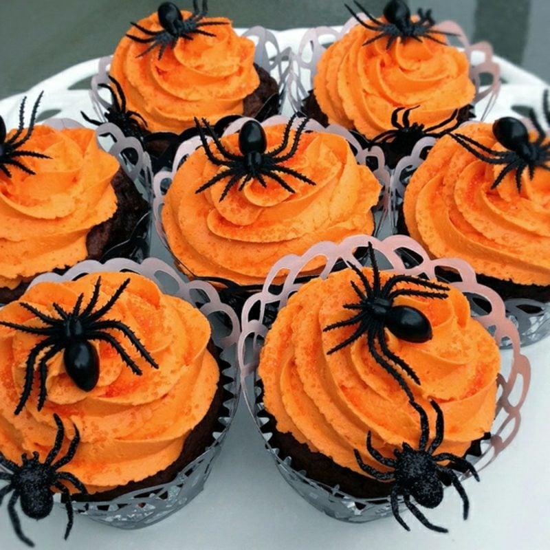 Halloween Muffins Rezept orange Frosting Spinnen