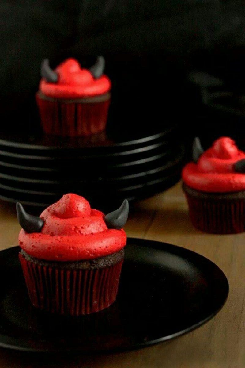 Halloween Muffins Rezept Teufel rote Frosting