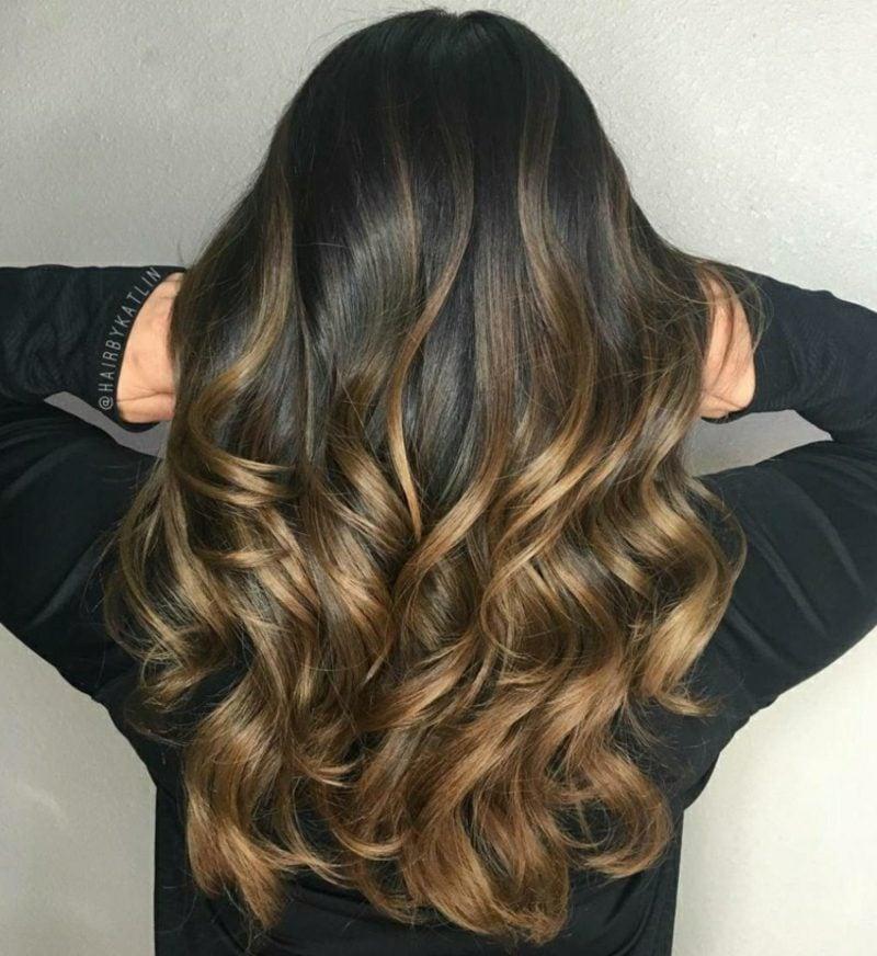 Ombre Braun Nuance Goldenbraun lockiges Haar