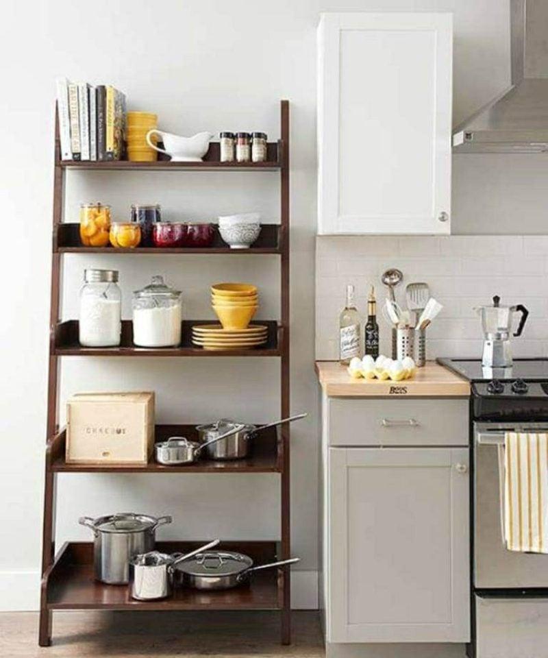 Küchenregale aus Holz funktional minimalistisch