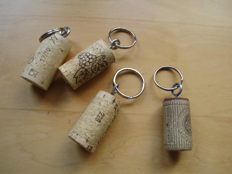 Schlüsselanhänger selber machen aus Weinkorken Anleitung