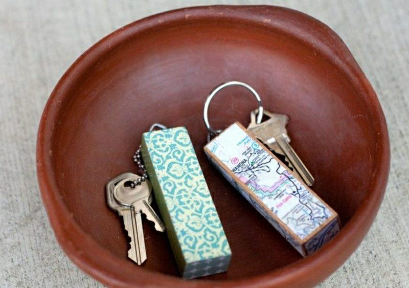 Schlüsselanhänger selber machen Holzblöckchen