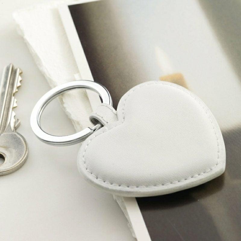 Schlüsselanhänger selber machen Herz Leder