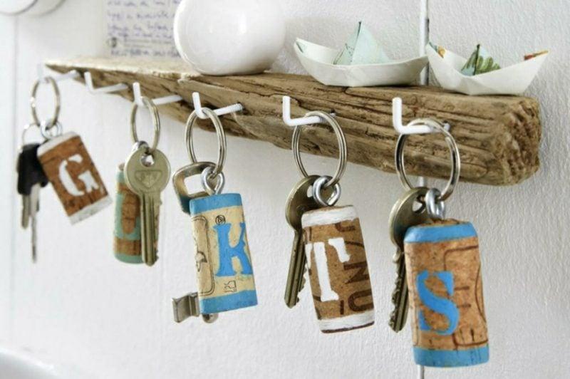 Schlüsselanhänger selber machen Weinkorken Buchstaben